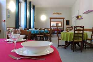 Refuge hébergement intérieur repas